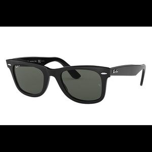 RAYBAN Wayfarer Classic Black Polarized Sunglasses